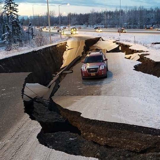 Autopista después de un terremoto